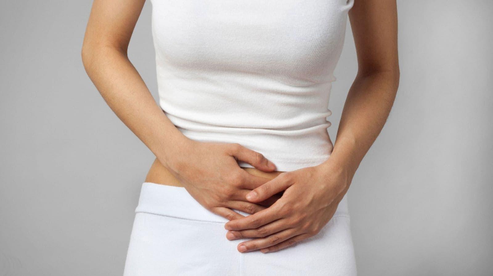 Если болит живот и есть кровянистые выделения — вероятность апоплексии очень высока
