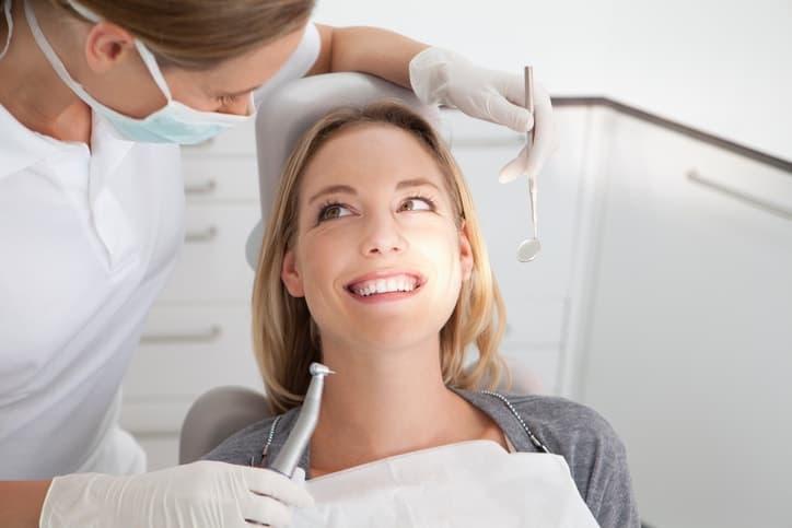 Во время месячных зубы можно лечить без опаски