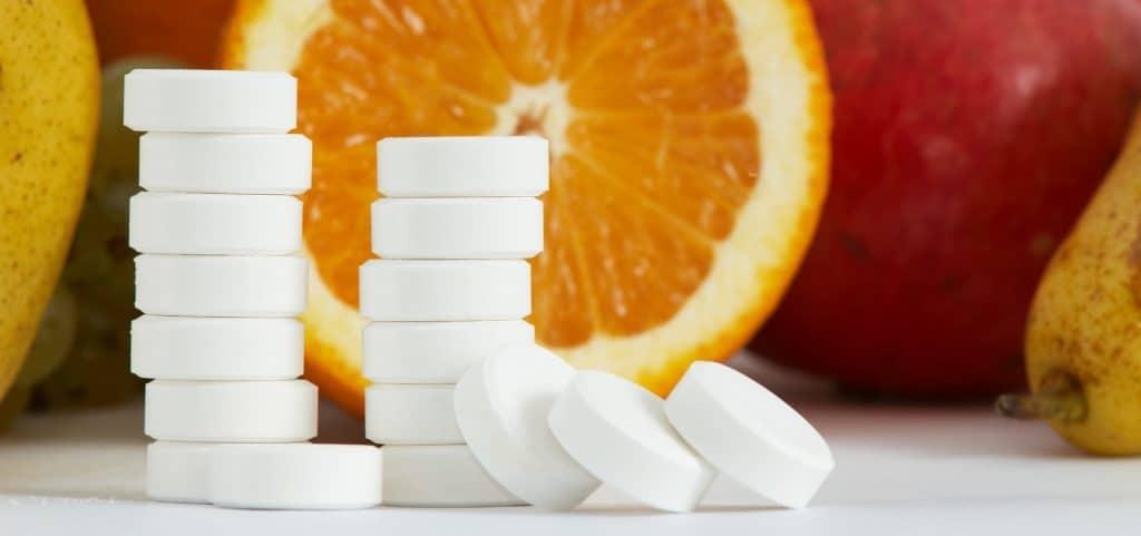 Аскорбиновая кислота, или витамин С, обладает множеством полезных свойств, среди которых способность влиять на выработку женских половых гормонов.