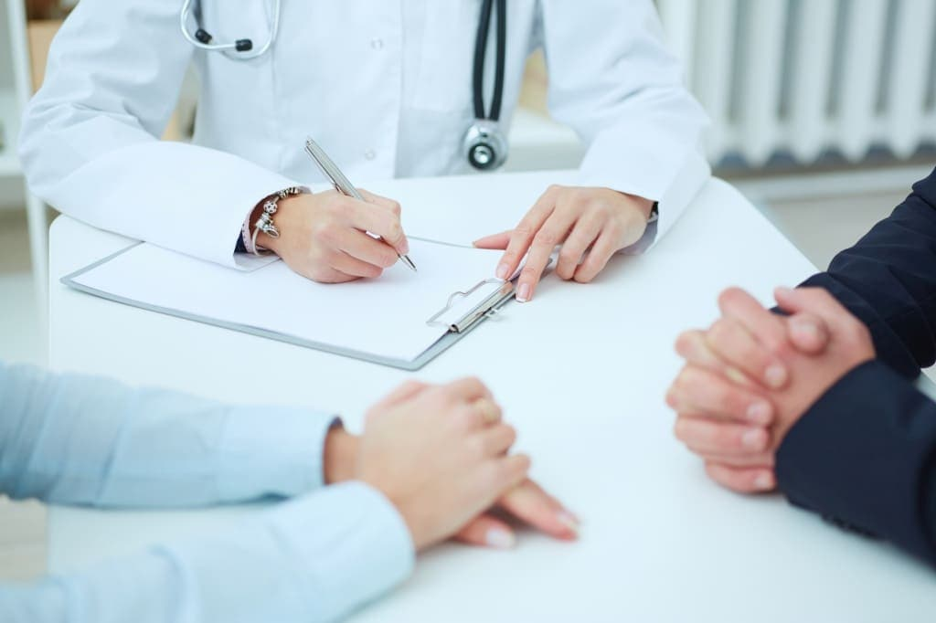 Подготовка к стимуляции овуляции предполагает комплексное исследование, призванное оценить здоровье женщины и состояние её репродуктивной системы