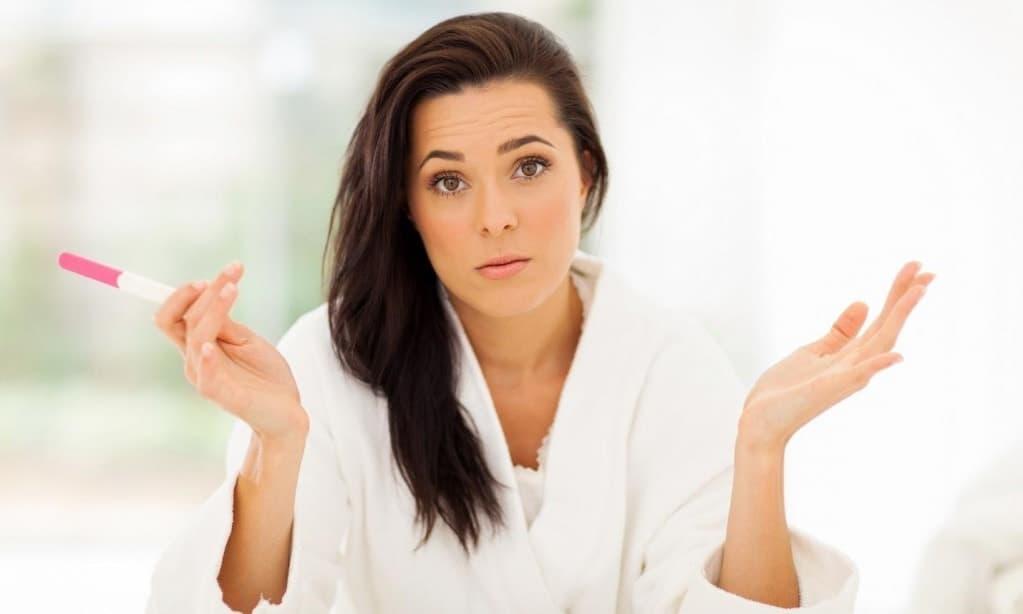 При поликистозных яичниках, с целью увеличить шансы женщины стать матерью, производят лапароскопическую клиновидную резекцию яичников