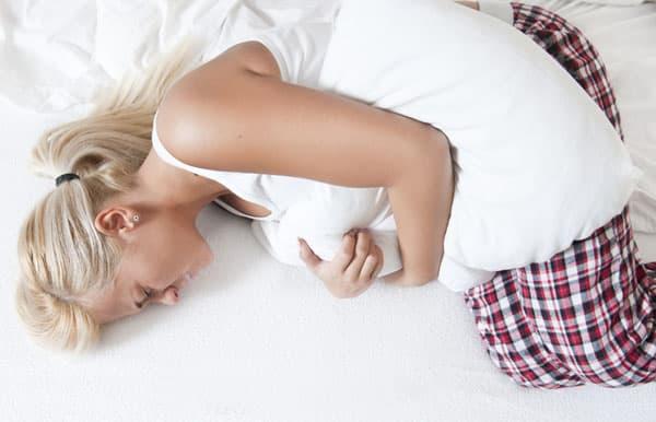 Основными причинами возникновения фолликулярных кист являются гормональный дисбаланс и воспалительный процесс