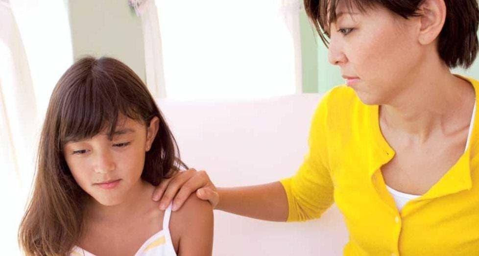 Первая менструация может наступить в период с 9 до 16 лет. Задача каждой матери – объяснить своей дочери этот физиологический процесс и успокоить её