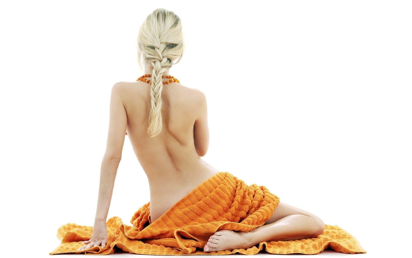 Витамин С оказывает положительное влияние на женский организм, если принимать его в положенных дозах (не более 75 мг. в сутки). Бесконтрольный же приём кислоты способен пагубно влиять на многие системы и органы