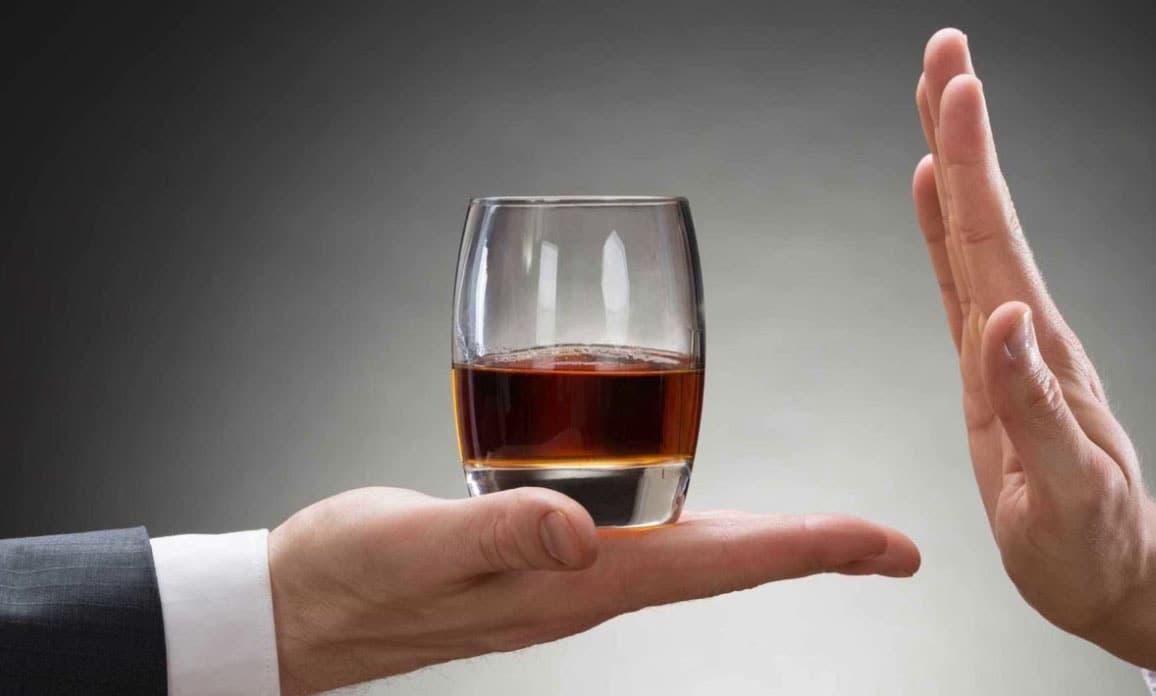 Проблемы с печенью, патологическое пристрастие и даже бесплодие: влияние алкоголя на женщин