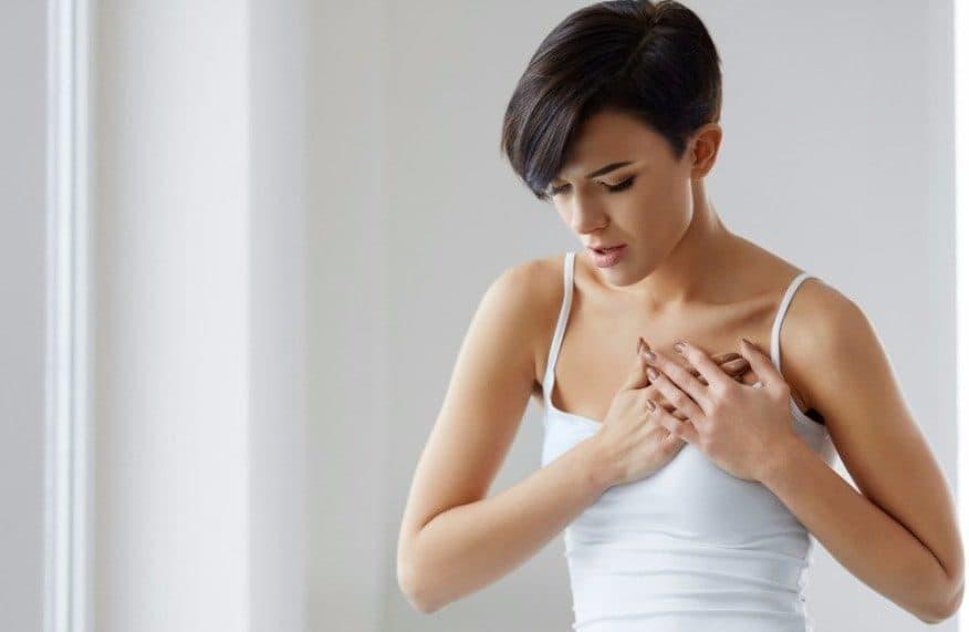 Когда болит грудь нужно идти к врачу