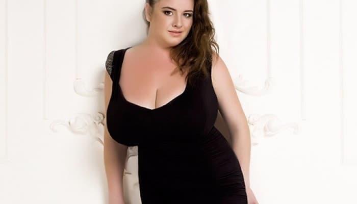 Иногда очень большая грудь вырастает у стройных женщин