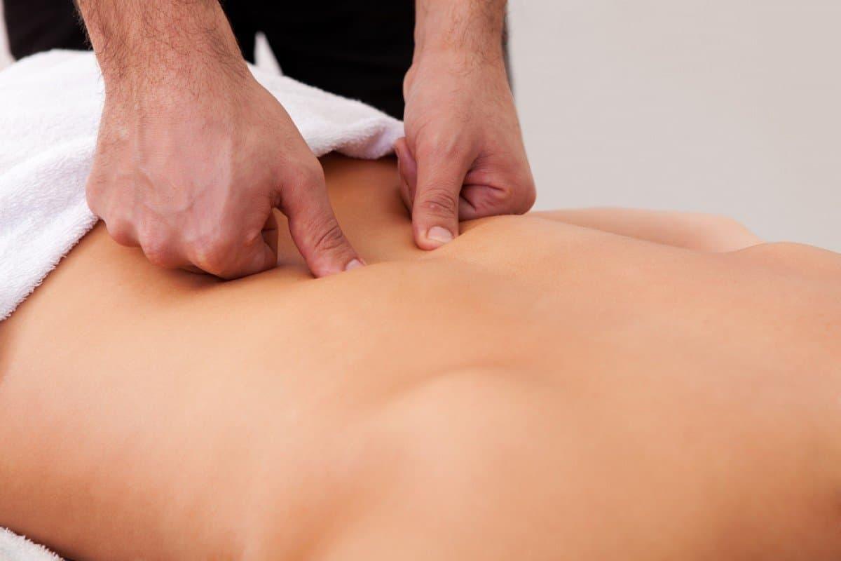 Массаж ромба Михаэлиса для снятия болей при менструации