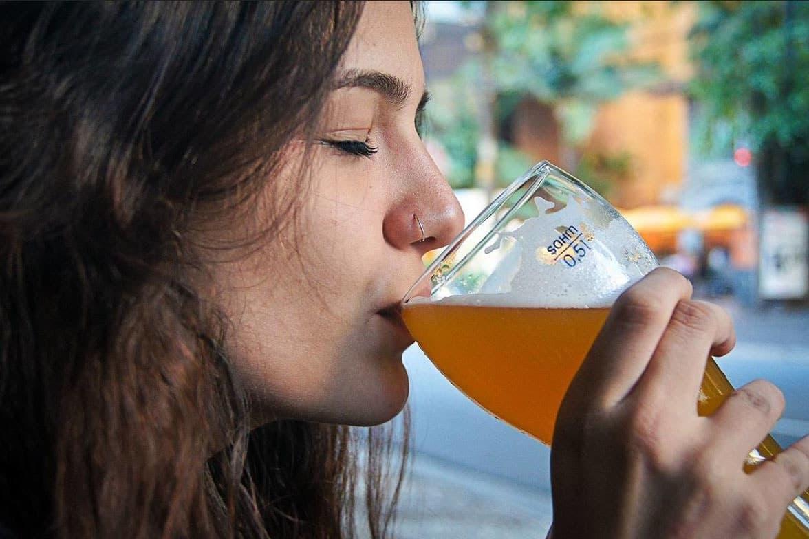 Как вредят фитоэстрогены пива женскому организму: эффекты на менструальный цикл