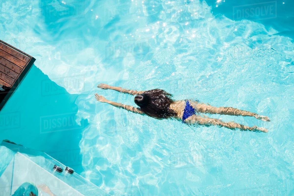 купаться в водоеме