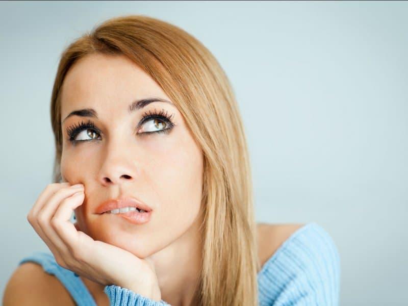 Чтобы месячные закончились раньше, а количество ментруальный крови было меньше, используйте народную медицину, избегайте физических нагрузок и перегревания