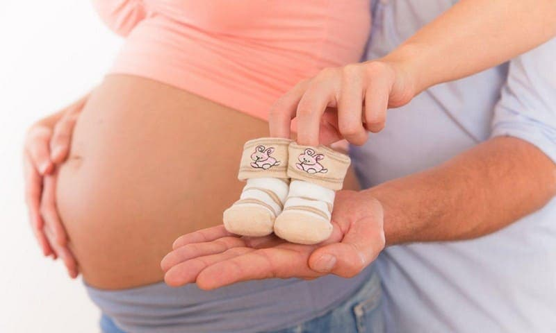 Беременность при эндометриозе возможна, но, если болезнь зашла дальше IIIстадии, лучше вначале её вылечить