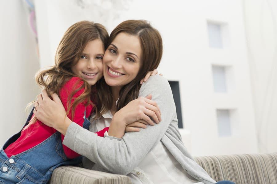 Чтобы избежать стресса у девочки, лучше рассказать ей о месячных ещё до их неизбежного начала