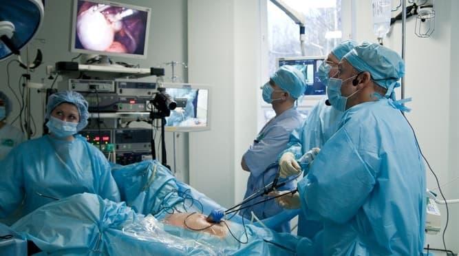 Боль в яичниках после лапароскопии объясняется естественными процессами восстановления тканей и стихает спустя 5-10 дней после операции